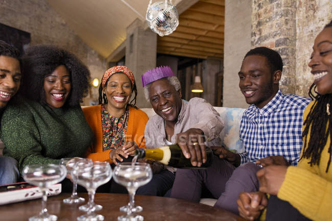 Happy multi-generation family pouring champagne, celebrating Christmas — Stockfoto