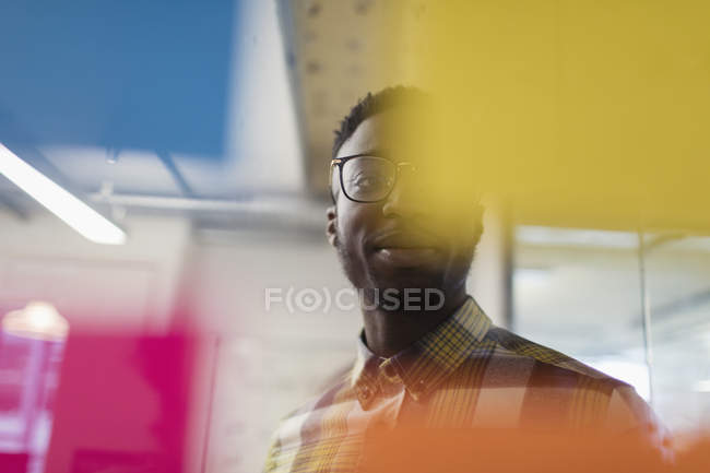 Creative businessman brainstorming, using adhesive notes — Stock Photo