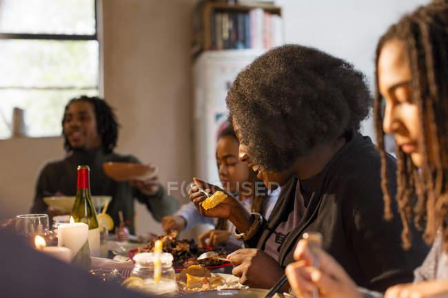 Familie Essen Weihnachtsessen — Stockfoto