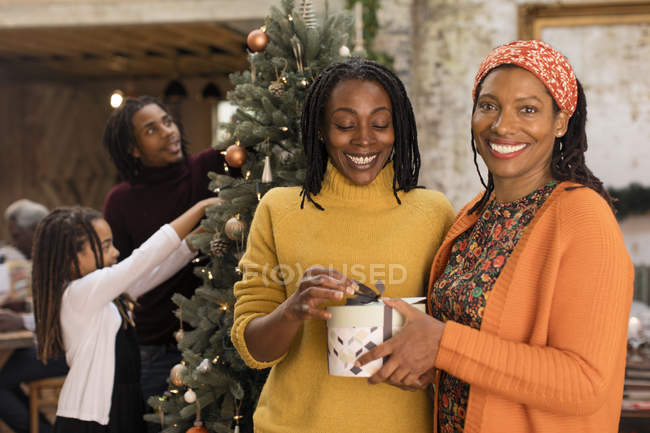 Portrait smiling women sisters holding Christmas gift — Stock Photo