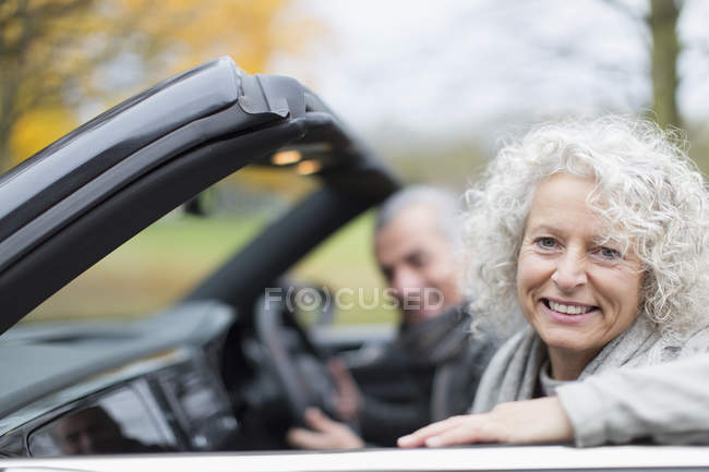 Portrait smiling senior couple in convertible — Stock Photo