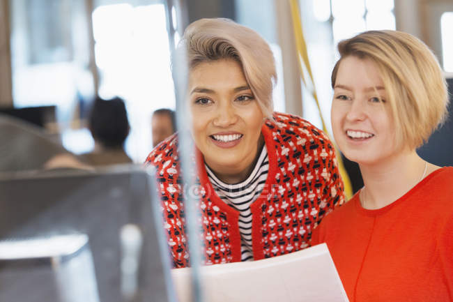 Creative businesswomen working at computer in office — Stock Photo