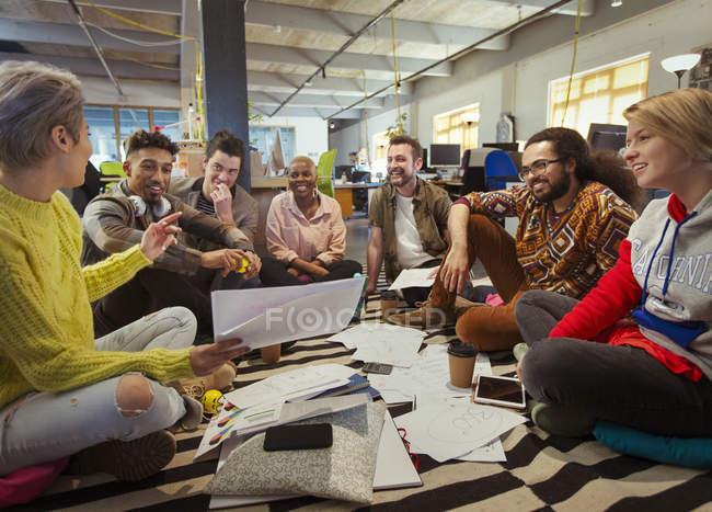 Creative business team meeting, brainstorming in circle on floor — Stock Photo
