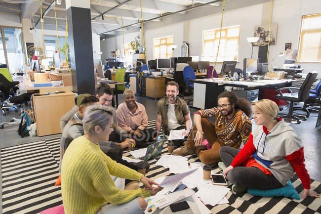 Creative business team meeting, brainstorming on floor in office — Stock Photo
