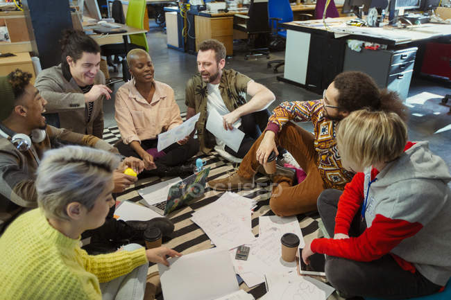 Creative business team meeting, brainstorming circle on office floor — Stock Photo