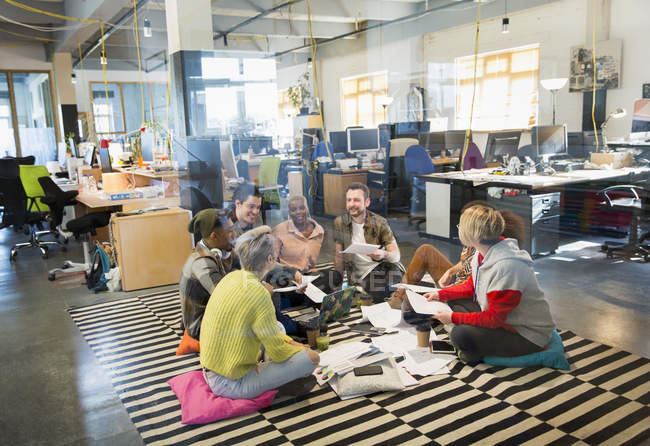 Creative business team meeting, brainstorming in circle on floor — Stock Photo