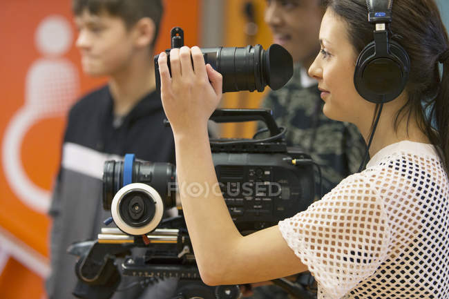 Teenage girl operating video camera, vlogging — Stock Photo