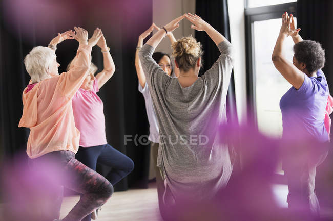 Active seniors exercising in circle — Stock Photo