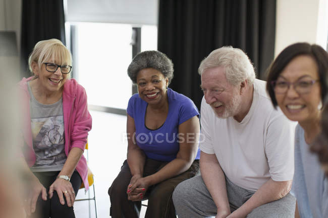Smiling active seniors talking — Stock Photo