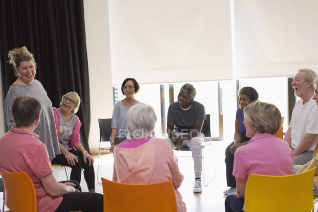 Laughing active seniors meeting in circle in community center — Stock Photo