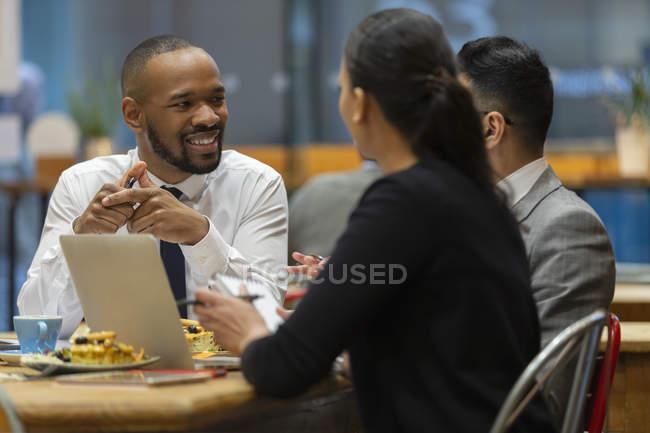 Business-Leute treffen, im café — Stockfoto