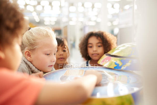 Curious kids at interactive exhibit in science center — Stock Photo