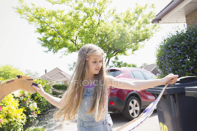 Girl recycling in driveway — Stock Photo