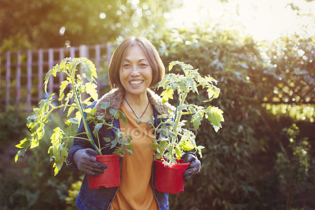 Portrait smiling, confident active senior woman gardening — Stock Photo