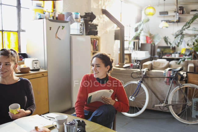 Young female college students studying at kitchen table in apartment — Stock Photo