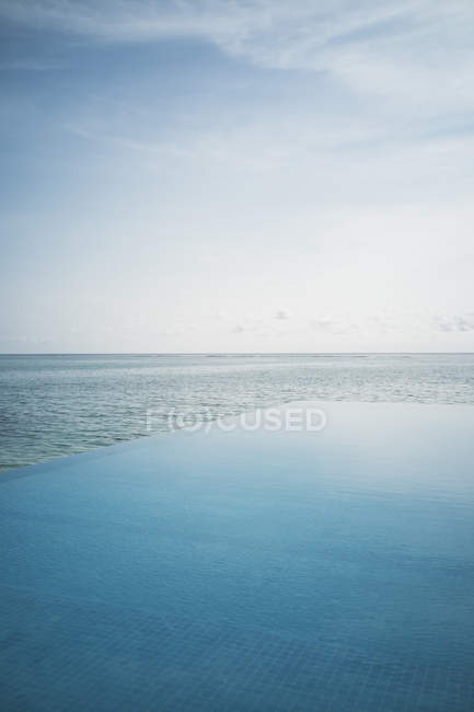 Спокійна сині пейзажний басейн і океану, Мальдівські острови, Індійського океану — стокове фото