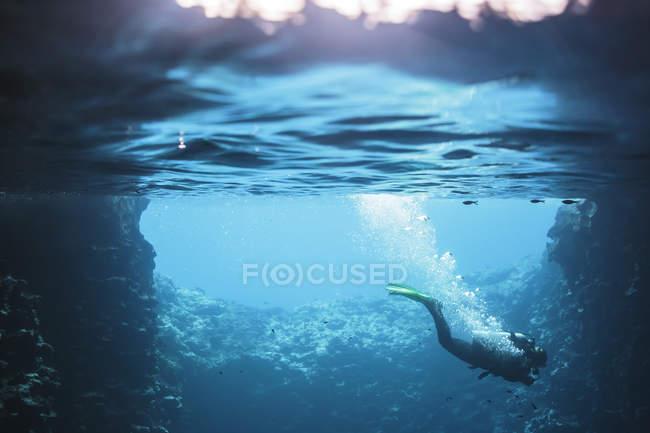 Frauen tauchen unter Wasser, Vava 'u, Tonga, Pazifik — Stockfoto