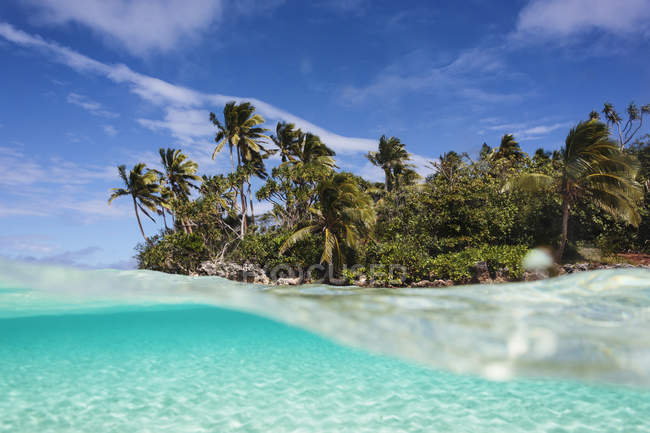 Tropical island beach beyond ocean surface, Vava'u, Tonga, Pacific Ocean — Stock Photo