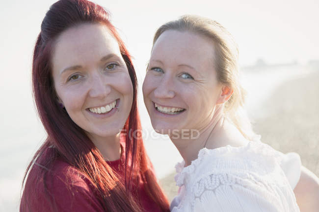 Portrait happy lesbian couple — Stock Photo