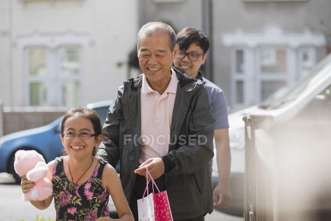 Grandfather visiting family outdoors — Stock Photo