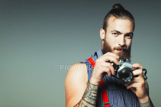 Portrait hipster man with retro camera — Stock Photo