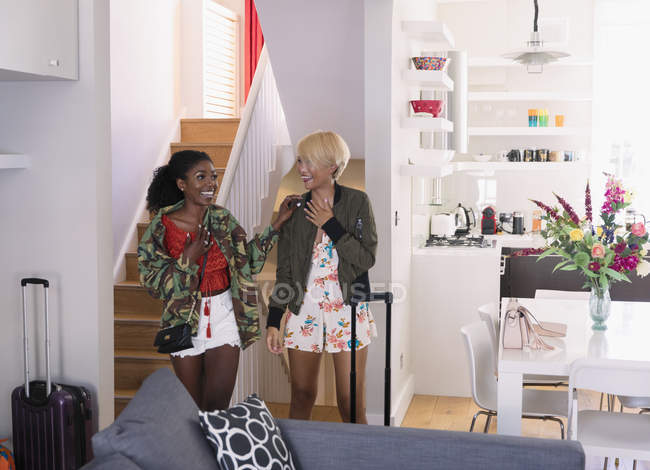 Excited young women friends arriving at house rental — Stock Photo