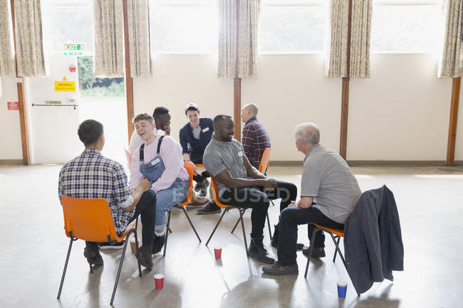 Men talking in group therapy in community center — Stock Photo