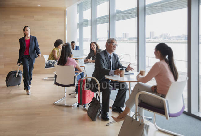 Business people working and talking in airport business lounge — Stock Photo
