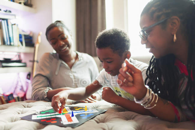 Multi-generation family playing board game — Stock Photo