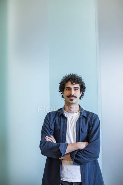 Portrait confident man with arms crossed — Stock Photo