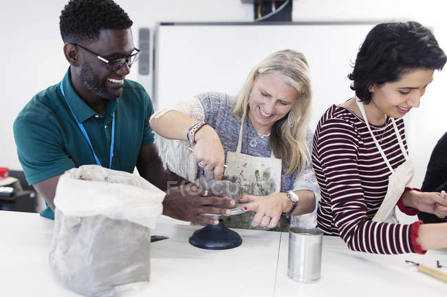 Friends enjoying pottery art class — Stock Photo