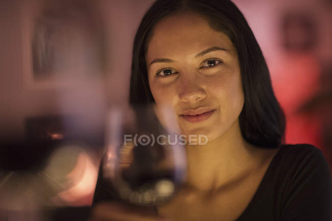 Portrait confident young woman holding wine glass — Stock Photo