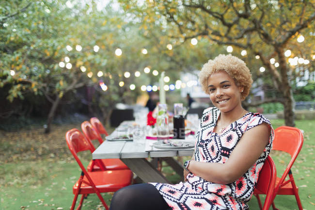 Portrait happy woman hosting dinner garden party — Photo de stock