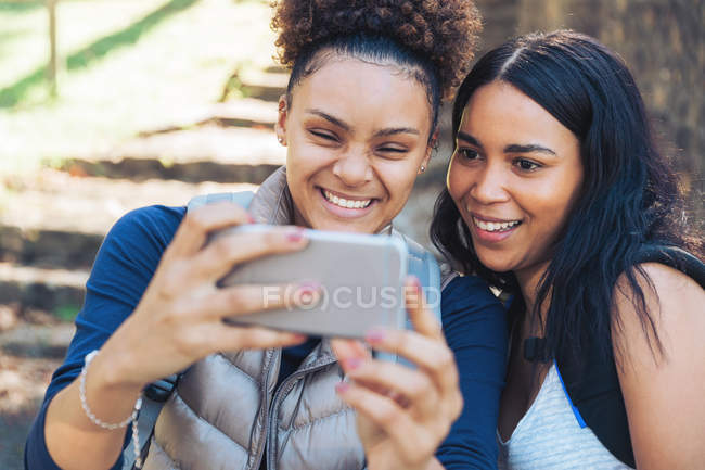 Happy young friends taking selfie with smartphone — Stock Photo