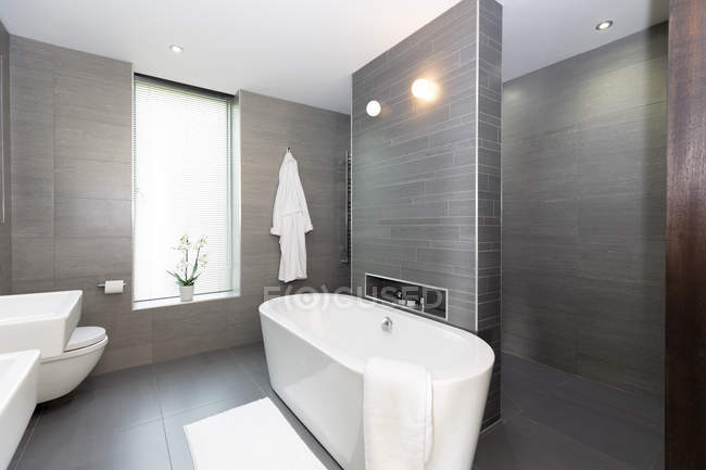 Modern gray and white bathroom with soaking tub — Stock Photo