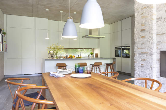 Modern open plan kitchen and dining room — Stock Photo