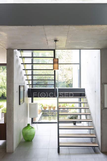 Scala moderna in casa — Foto stock
