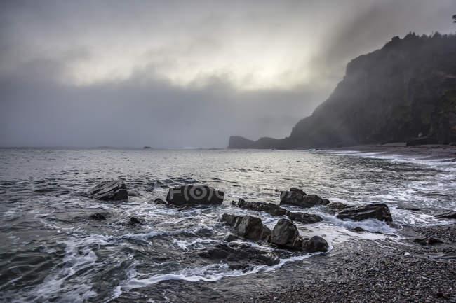Спокойный каменистый пляж Playa de Portizuela Spain — стоковое фото