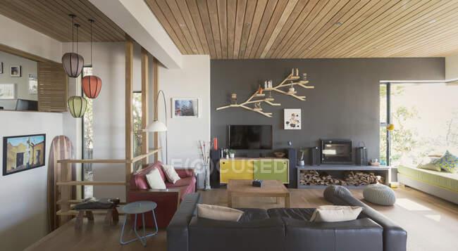 Главная витрина интерьера гостиной — стоковое фото
