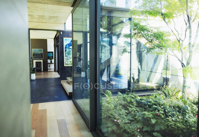 Modern, luxury home showcase interior with courtyard — Stock Photo