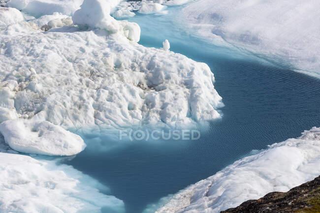 Vista panorâmica glaciar de fusão ensolarado Oceano Atlântico Groenlândia — Fotografia de Stock