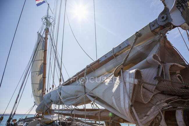 Sailboat sails and rigging under sunny blue sky — Stock Photo