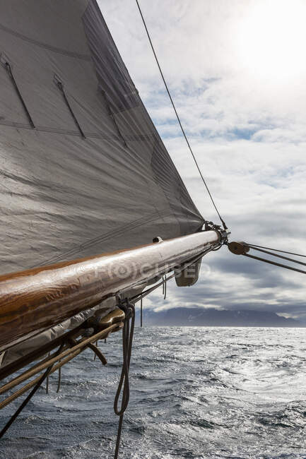 Sailboat mast over sunny ocean — Stock Photo