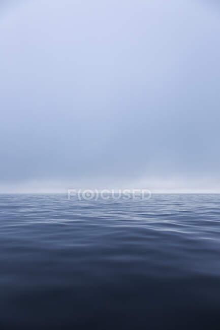 Синий эфирный океан — стоковое фото