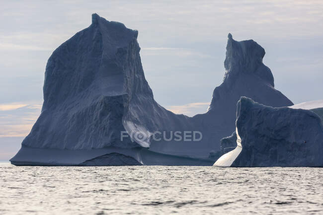 Majestosas formações de iceberg Oceano Atlântico Groenlândia — Fotografia de Stock