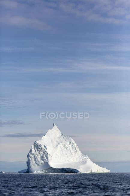 Majestic iceberg formation on sunny blue Atlantic Ocean Greenland — Stock Photo