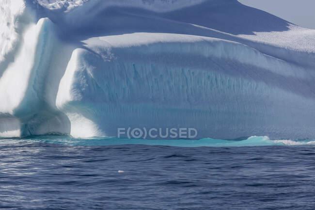 Majestic iceberg over sunny blue Atlantic Ocean Greenland — Stock Photo
