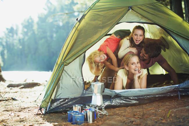 Playful family inside of tent — Fotografia de Stock