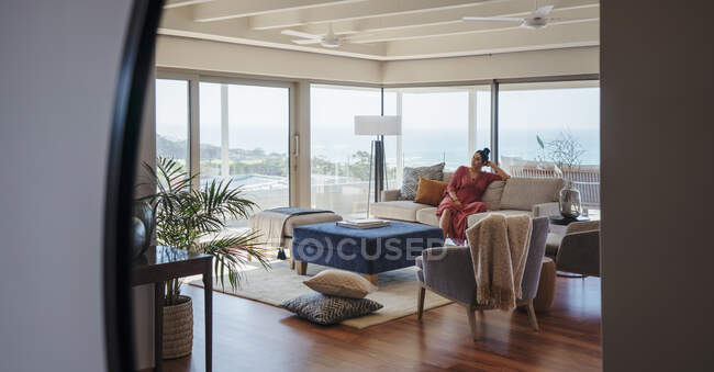 Woman relaxing on sofa in home showcase interior living room — стокове фото