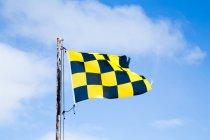 Tagsüber Blick auf Lawine Warnung Flagge winken — Stockfoto